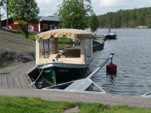 En eldriven turbåt som heter Elin.